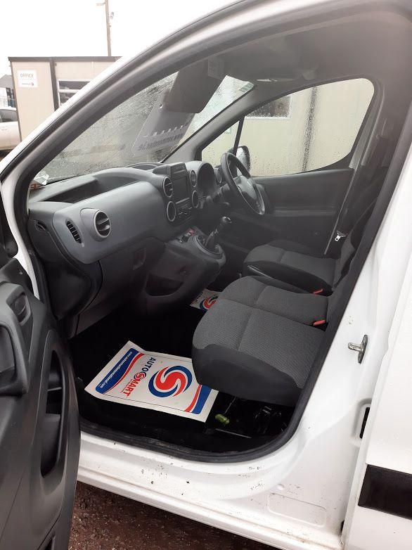 2017 Peugeot Partner PROFESSIONAL 1.6 BLUE HDI 100, 3 Seater. (172D11779) Image 16
