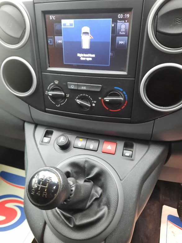 2017 Peugeot Partner PROFESSIONAL 1.6 BLUE HDI 100, 3 Seater. (172D15300) Image 5