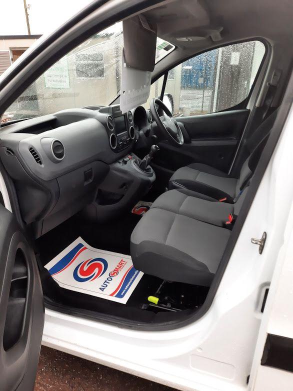2017 Peugeot Partner PROFESSIONAL 1.6 BLUE HDI 100, 3 Seater. (172D15300) Image 16