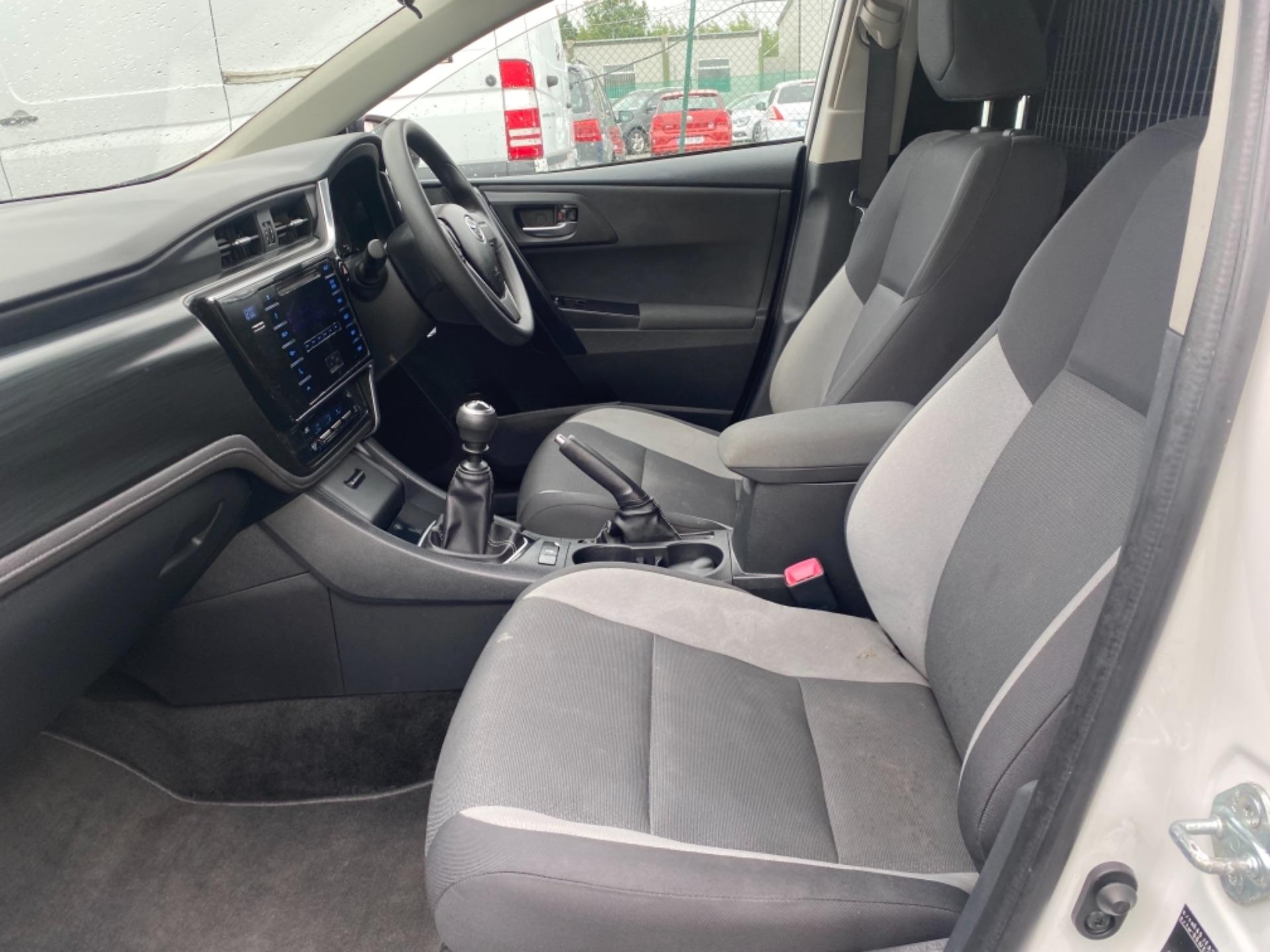 2017 Toyota Auris 1.4d-4d Terra 4DR (172D13879) Image 11