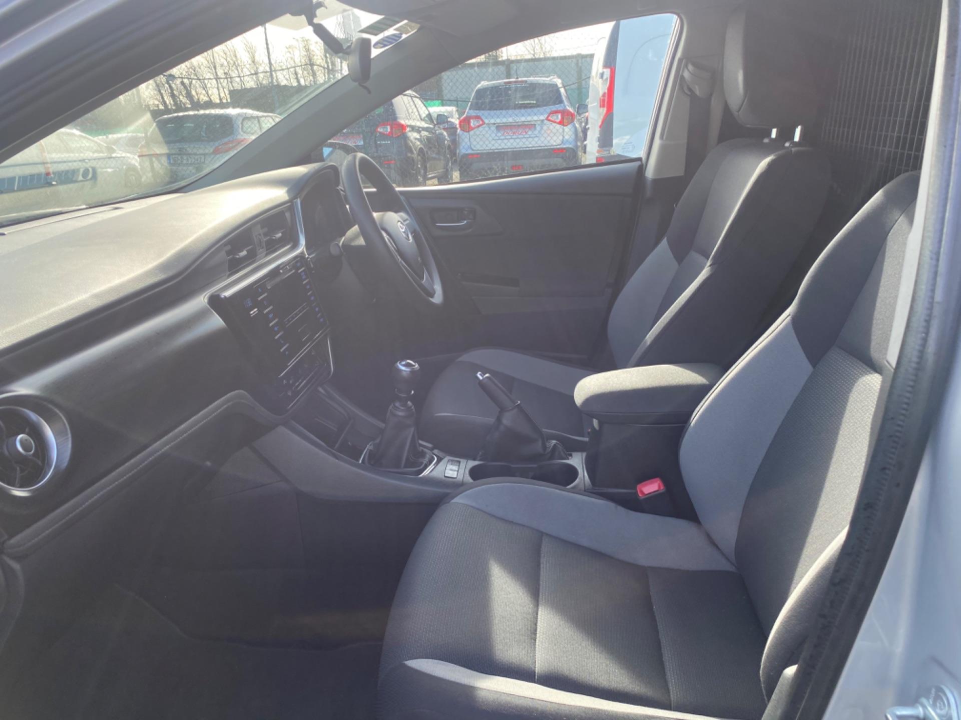 2017 Toyota Auris 1.4d-4d Terra 4DR (172D17320) Image 5