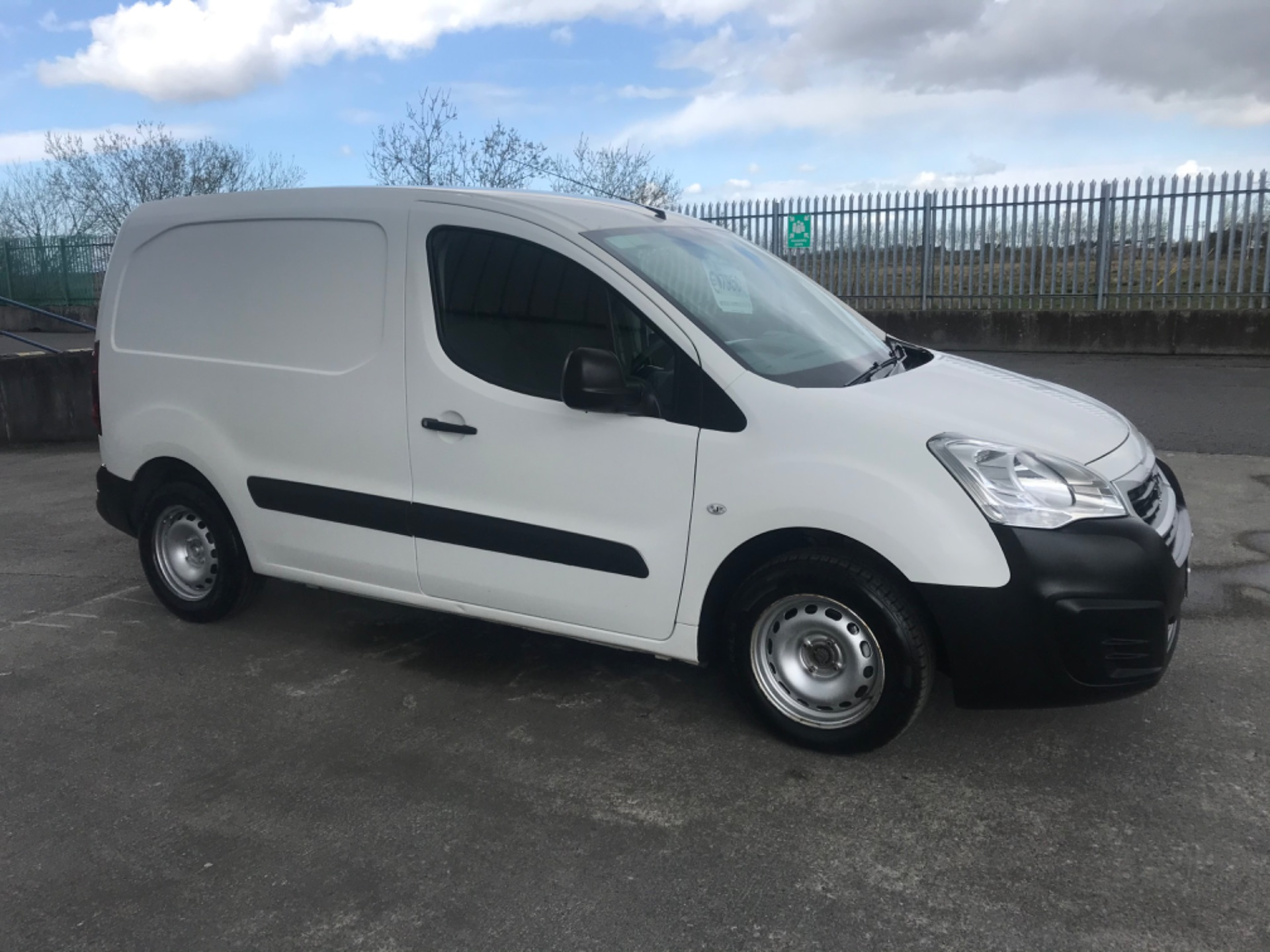 2017 Peugeot Partner Access 1.6 Blue HDI 75 Side DO (172D22848) Image 3