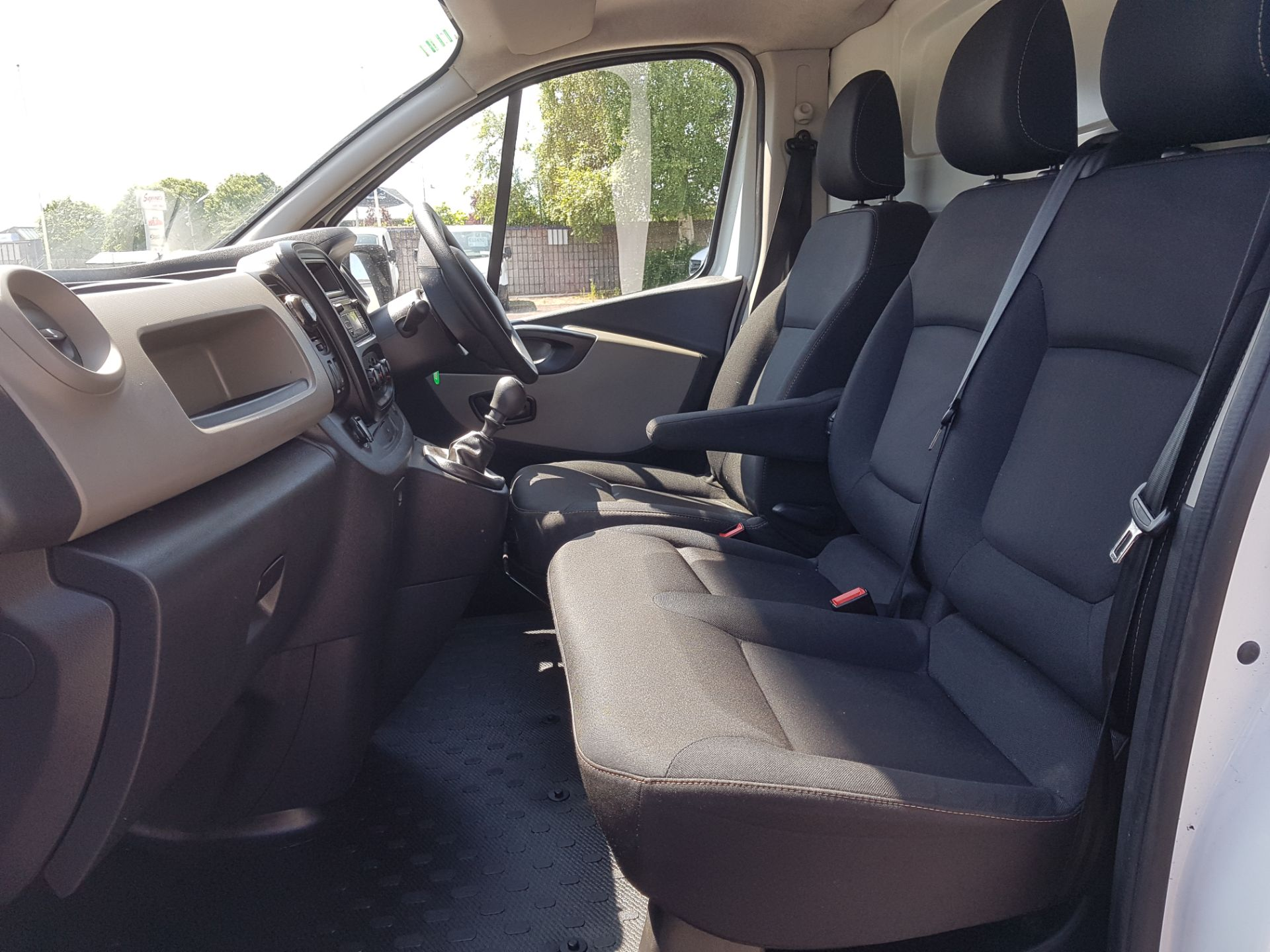 2017 Renault Trafic LL29 DCI 120 Business 3DR (172D23080) Image 11