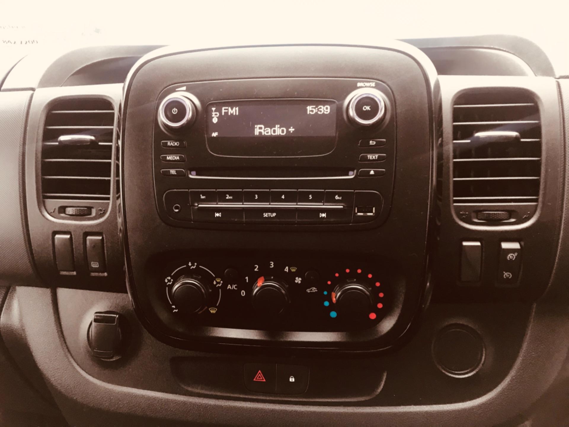 2017 Vauxhall Vivaro L2H1 2900 SPORTIVE CDTI (172D23441) Image 17