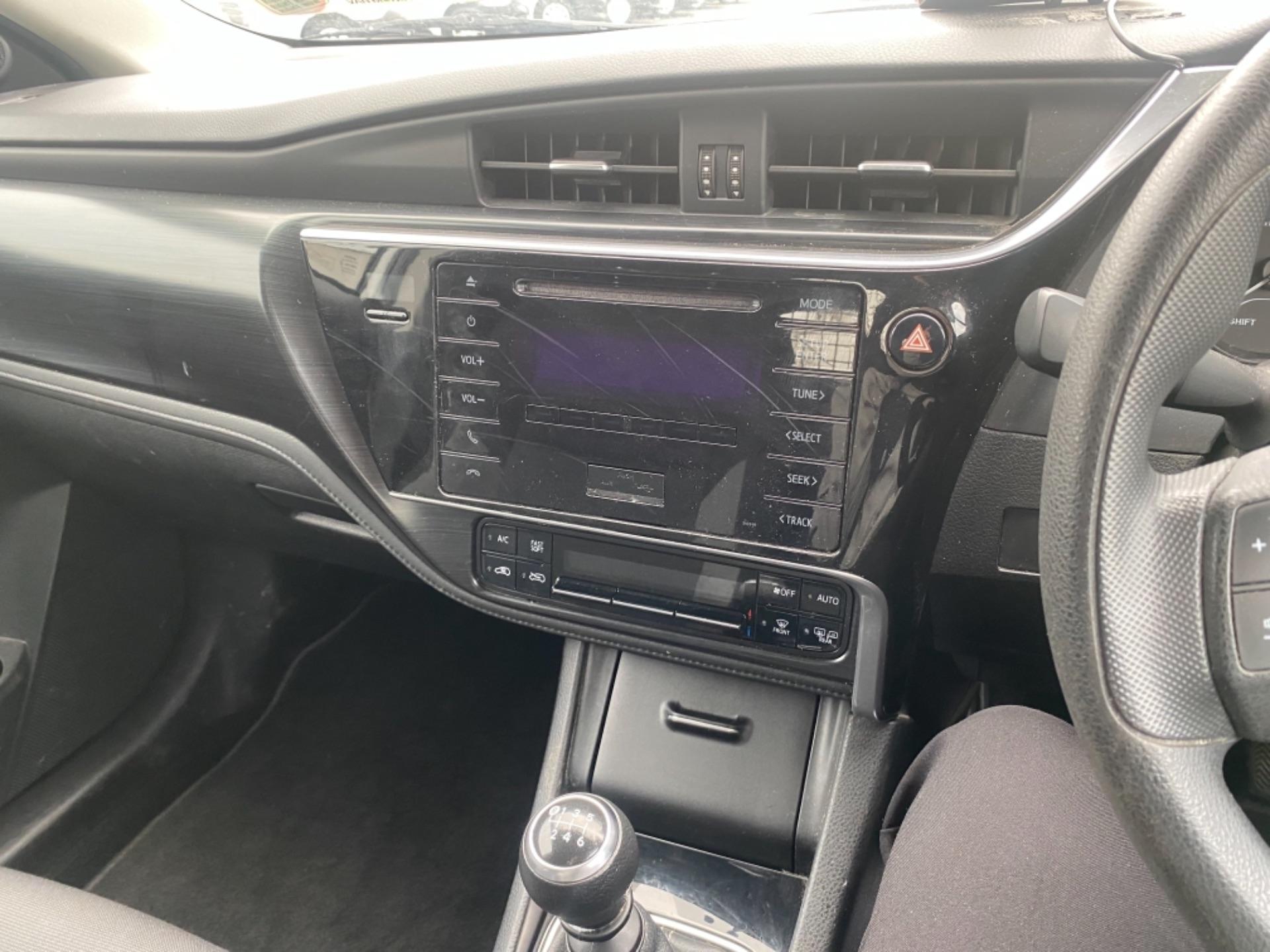 2018 Toyota Auris VAN 1.4 D4D Terra 4DR (181D12187) Image 12