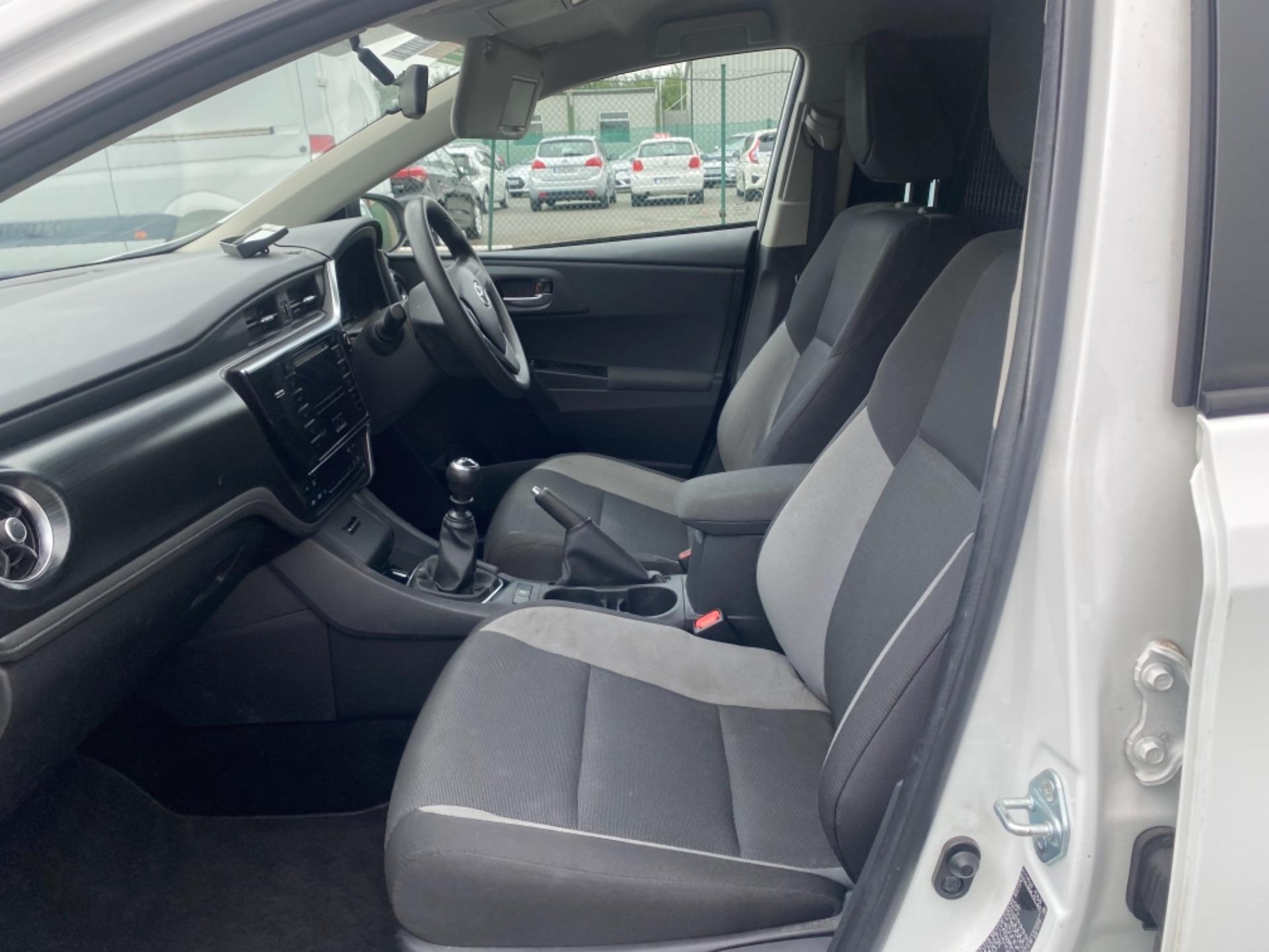 2018 Toyota Auris VAN 1.4 D4D Terra 4DR (181D12187) Image 11