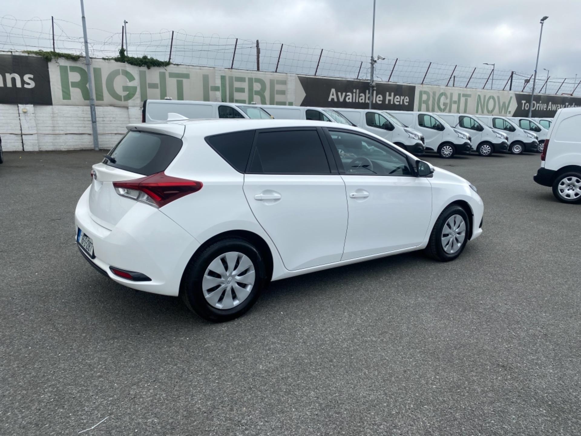 2018 Toyota Auris VAN 1.4 D4D Terra 4DR (181D12187) Image 8
