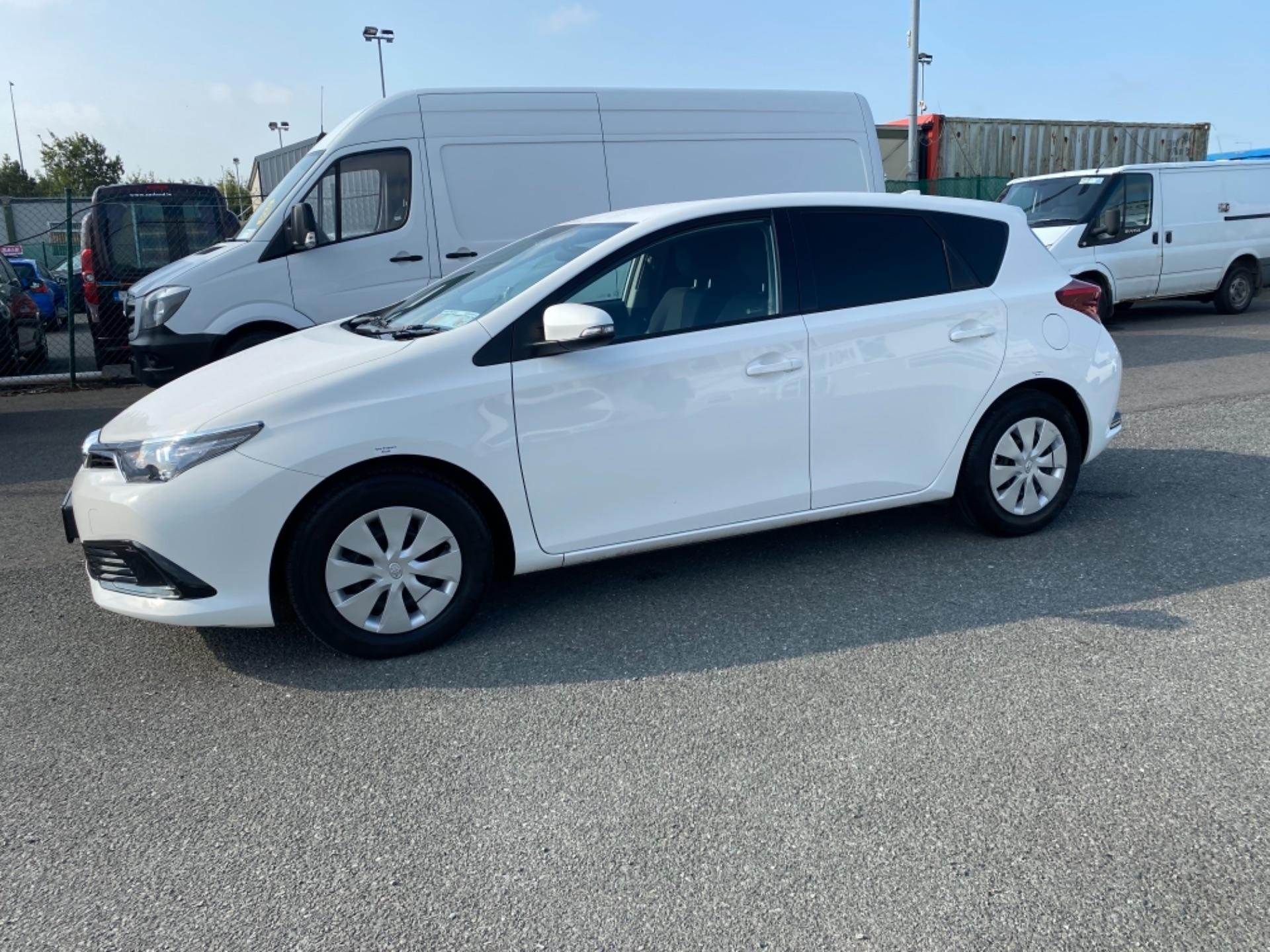 2018 Toyota Auris VAN 1.4 D4D Terra 4DR (181D21727) Image 4