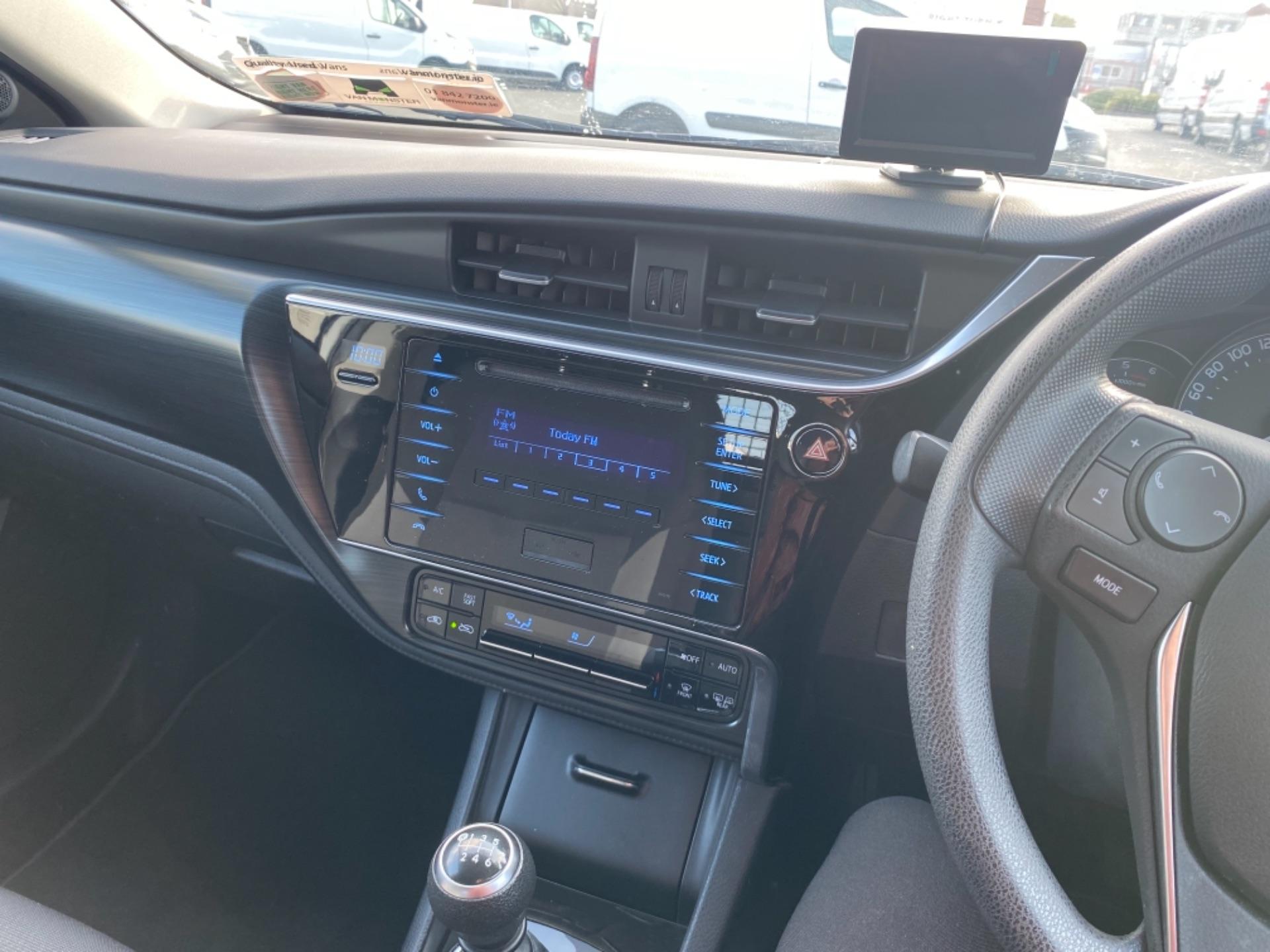 2018 Toyota Auris VAN 1.4 D4D Terra 4DR (181D21727) Image 12