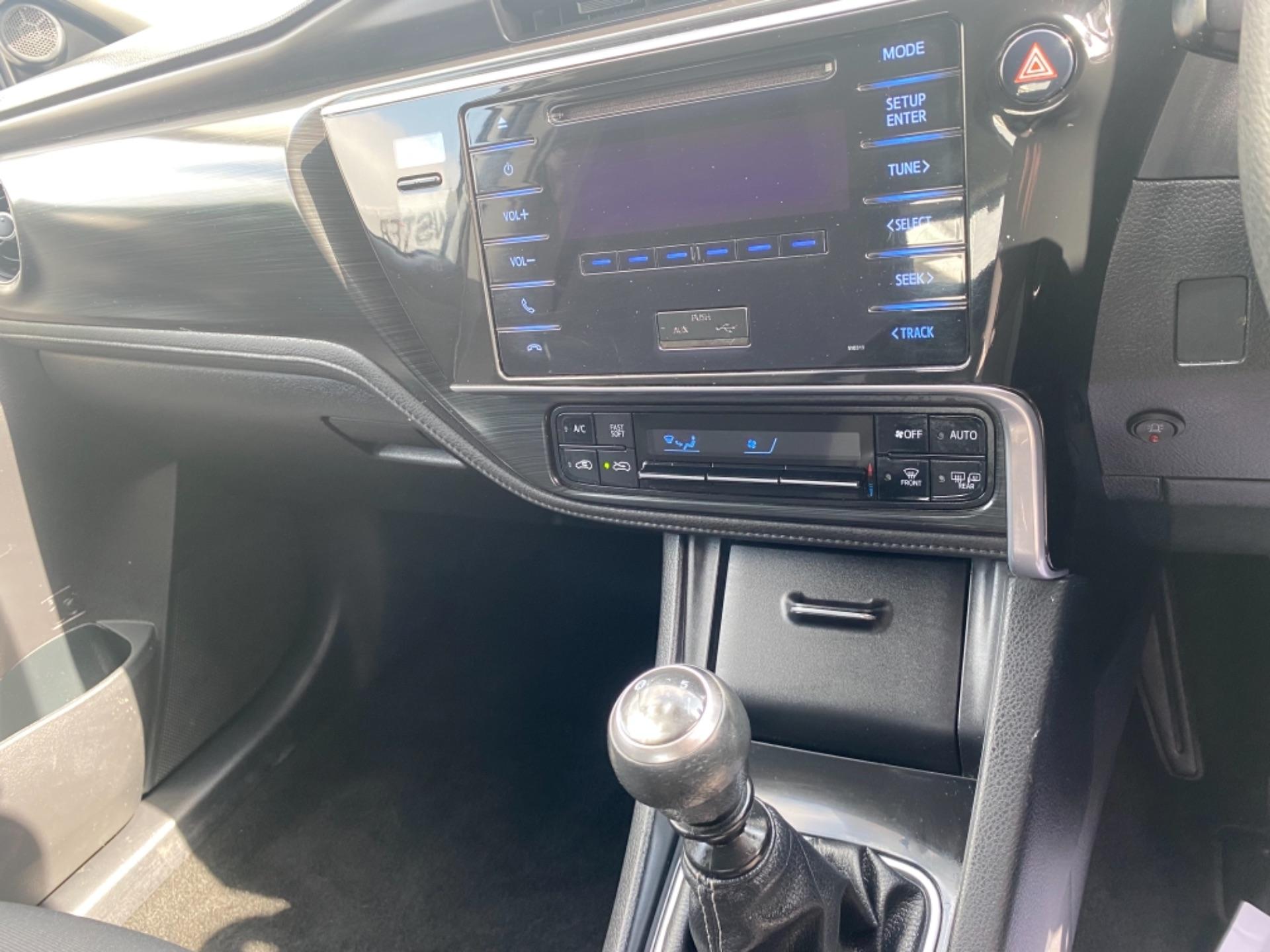 2018 Toyota Auris VAN 1.4 D4D Terra 4DR (181D21736) Image 12