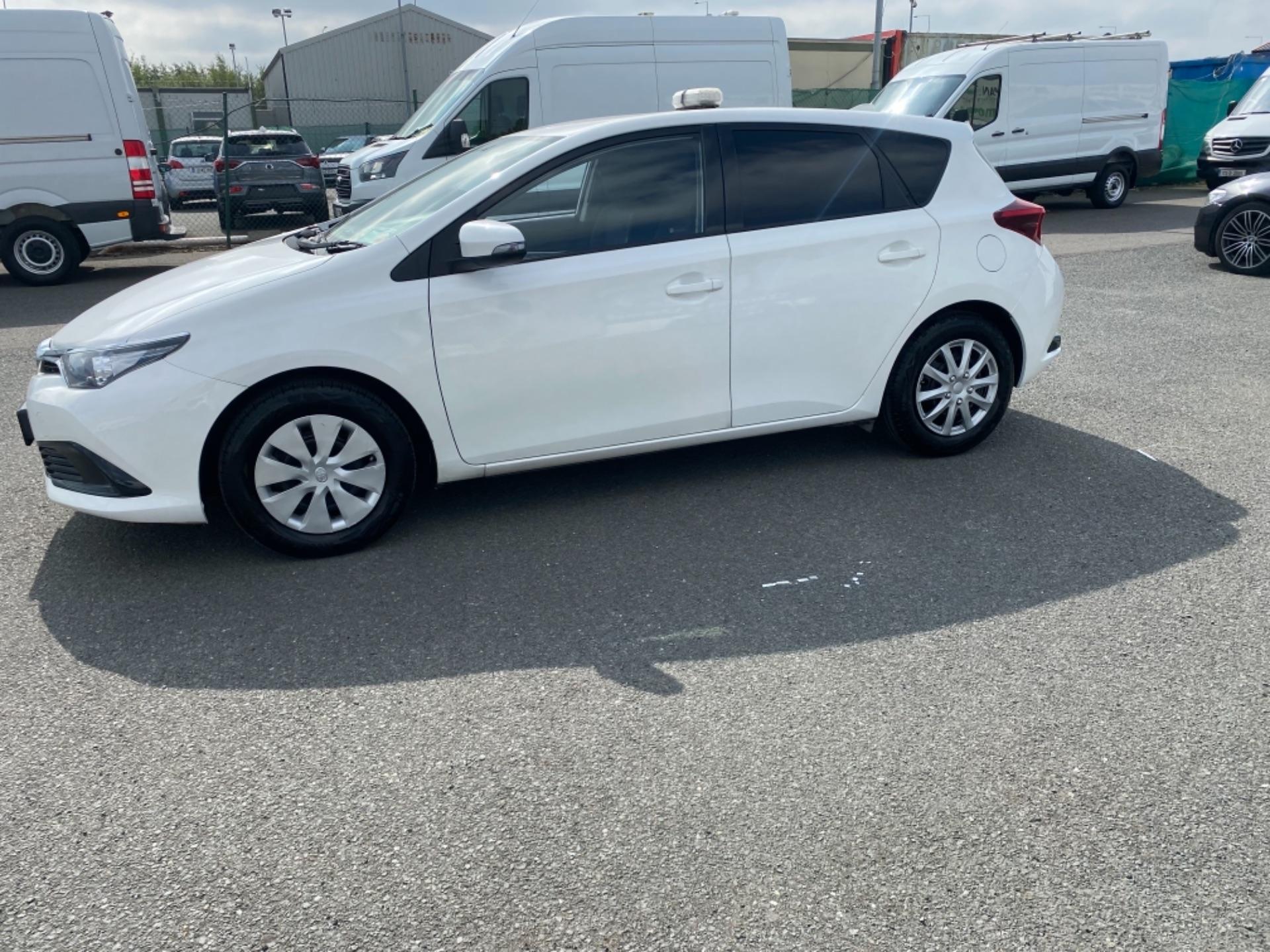 2018 Toyota Auris VAN 1.4 D4D Terra 4DR (181D21736) Image 4