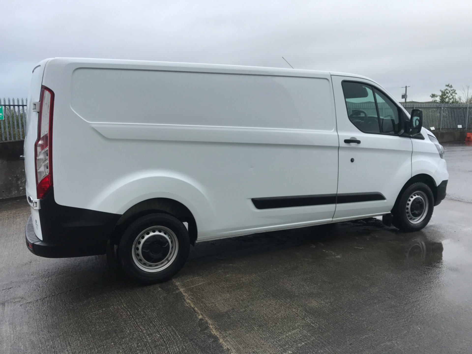 2018 Ford Transit Custom Custom 300 Lbase 2.0 105PS 3DR (181D27029) Image 4